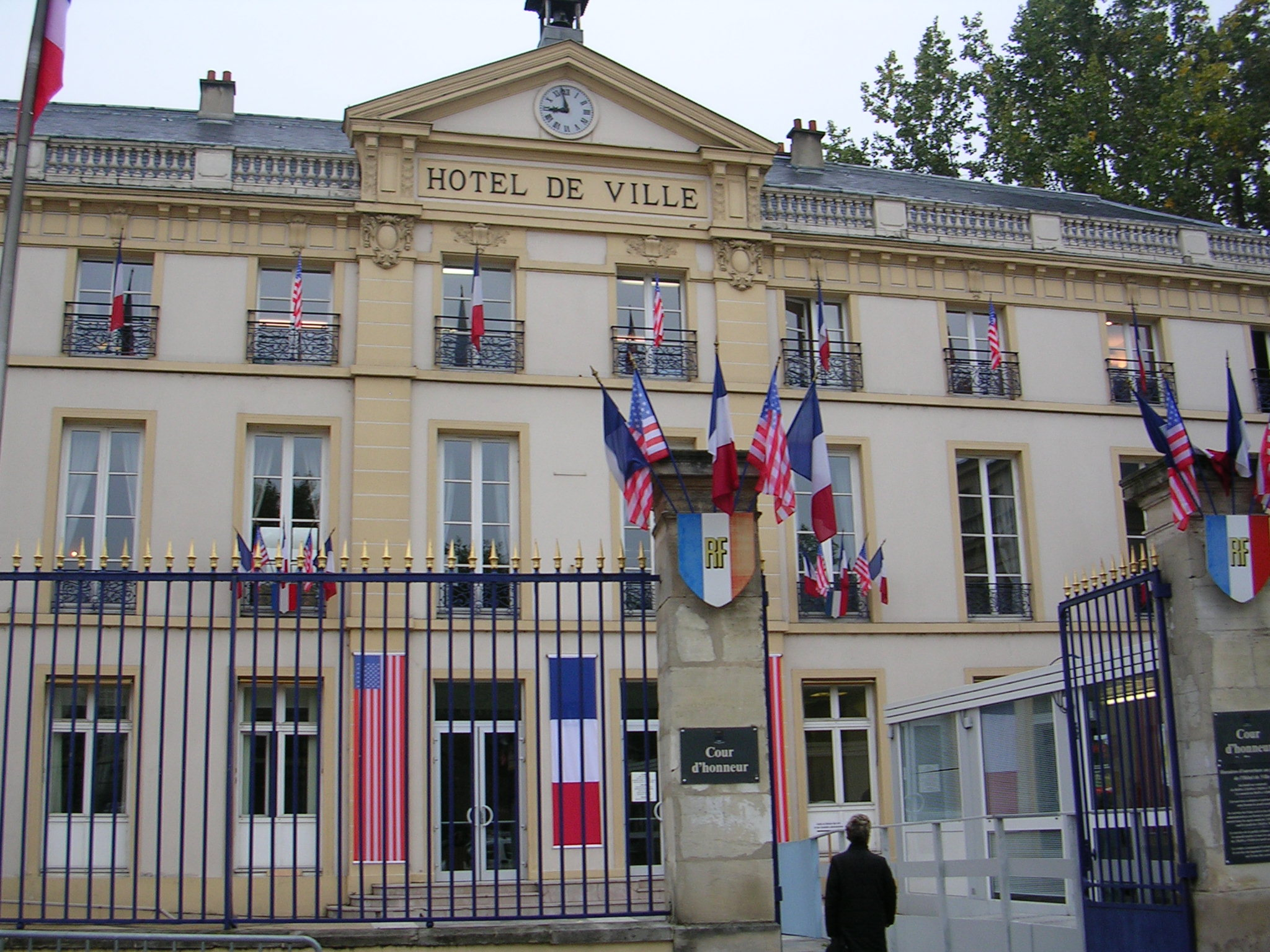 Each visit began and ended with a reception at Sevres City Hall